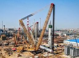 クレーン能力記録破り:XGC88000が中国で予定より10日早く2600トンの水素化反応器の設置完了
