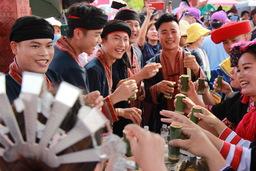 伝統的な祭り「三月三」を祝う昌江の人々
