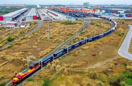 成都・青白江区から出発する貨物列車が世界貿易を促進