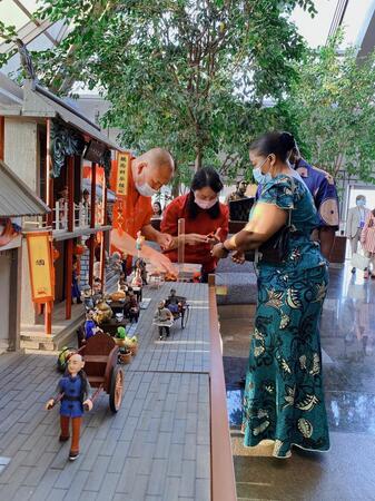 到来する中秋節を祝う国際交流イベントが北京商務中心区で開催