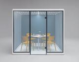 「SnowHut」多人数用2400×2400は単体のテーブルやキャスター付きのイスも組み合わせ可能