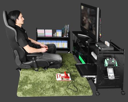 「昇降式テレビ台」、「ゲーミング座椅子」、「ゲーム機収納ラック」を用いたネオクラシック型スタイル。