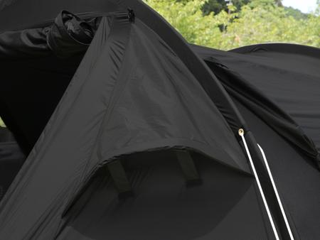 テント4隅に大型のベンチレーターを配置。フルクローズでも換気可能です。
