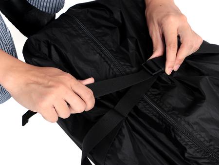 大きめの収納バッグにコンプレッション機能を搭載。入れやすく、入れた後はできるだけ小さく絞れます。