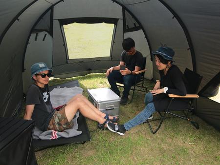 大人2~3人がゆったりと過ごせるドーム型フロアレステントです。
