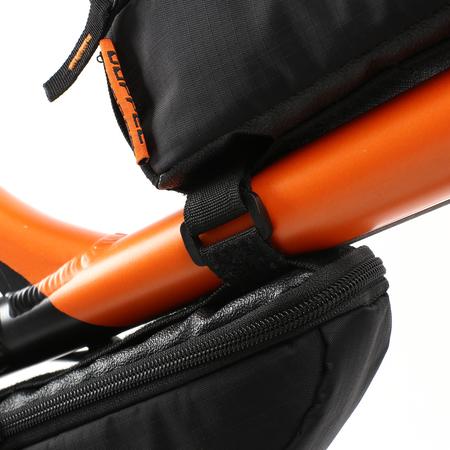 ベルトループと付属のベルトで、自転車の好きな位置にバッグを留めることができます。