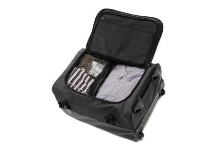 衣類やアメニティを整理できるメッシュバッグ2つを標準付属しています。