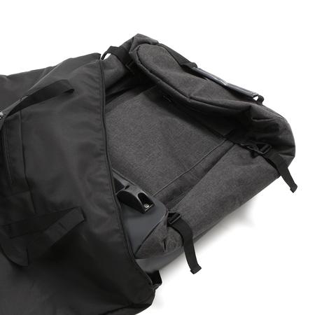 本体を折りたたんだ後、付属のアウターバッグに収納できます。