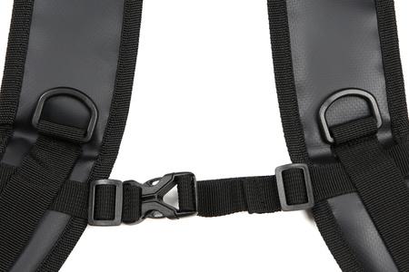 背負った時にショルダーベルトの揺れを抑えるチェストストラップ付き。