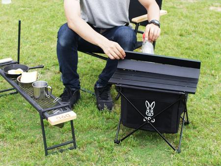 ソロキャンプに持っていきやすい収納サイズとテーブル機能を備えた折りたたみ式ダストボックスを発売。