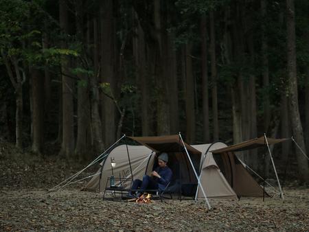 一人用ツールームテント「カマボコテントソロTC」。