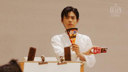 菅田将暉さんがデッサンモデルに初挑戦したWEB動画『ICE ART PROJECT』篇 9月26日(水)より公開