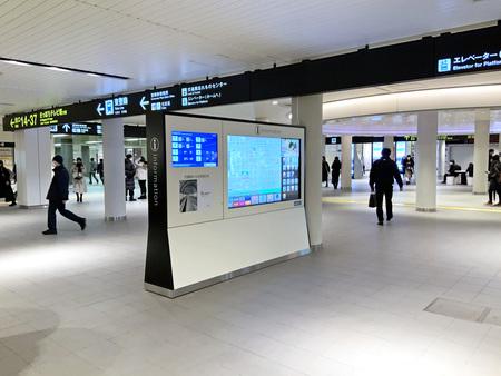 札幌市地下鉄大通駅コンコースに多言語表示広告付きデジタルサイネージを設置