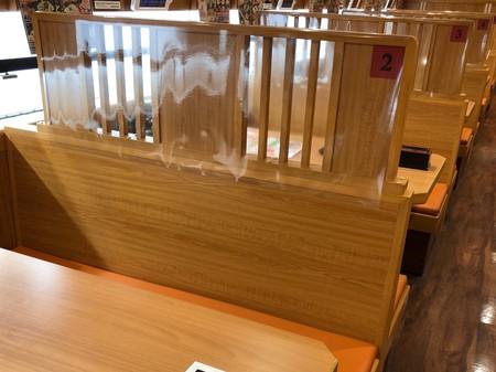 テーブル間を遮断する抗菌シート