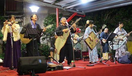 「日本畳楽器製造」 による「畳ライブ」