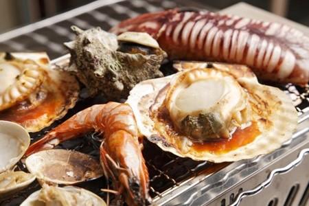バーベキューエリアでは海鮮BBQを開始