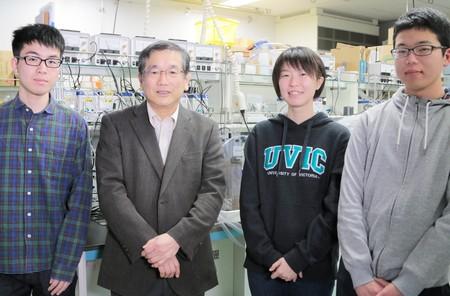角野教授と学生たち