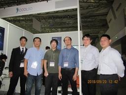 CoolSo集合写真(左から2番目プリンスグループ社張副社長、中央左CoolSo李氏/中央右:呉代表)