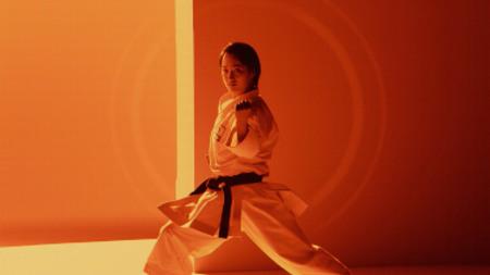 世界初・リアル生しょうゆの色×空手演武のかつてない映像美 清水希容選手を起用したWeb動画公開