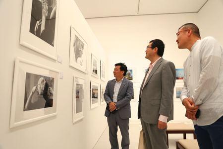 『12+12 九州の旅』写真展ギャラリーの様子
