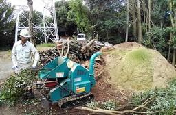 場内樹木剪定材をチップにして堆肥化