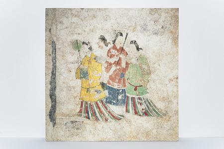 完成した高松塚古墳壁画の複製陶板