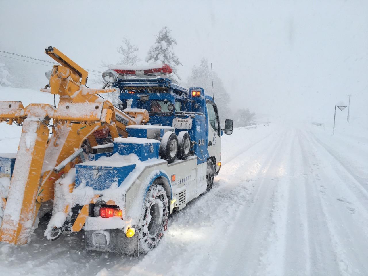 12月16日の降雪にともなうロードサービス救援要請件数は中国地方の山間部および鳥取県で増加
