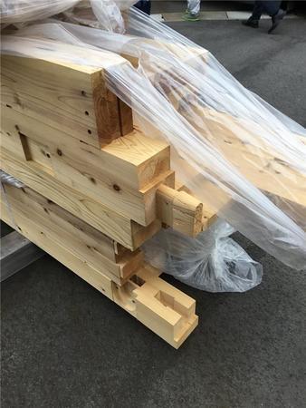 プレカットされた新潟県産のスギ