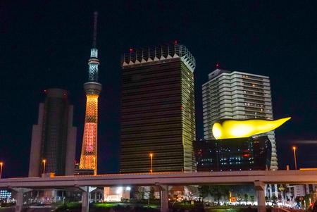 「黄金色」ライティングの東京スカイツリー