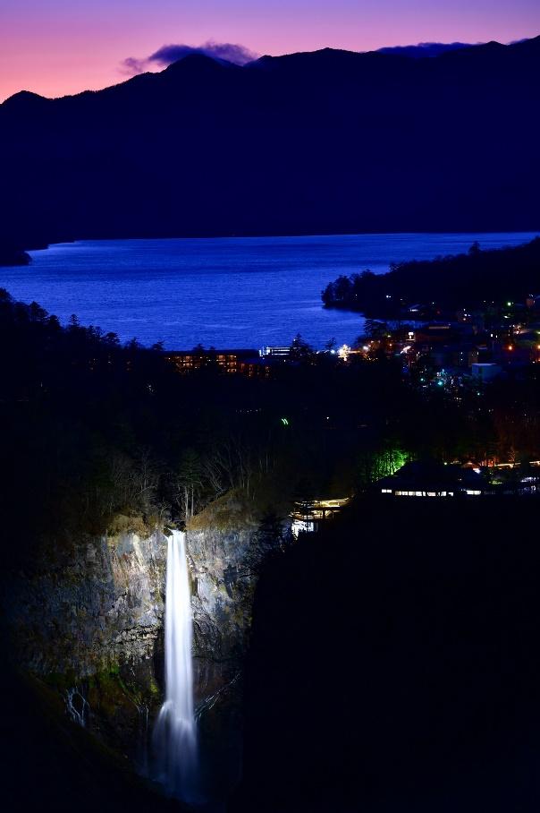 日本三名瀑「華厳ノ滝」ライトアップと周辺イベント「ライトアップ奥日光」11月14日より開催
